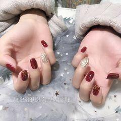 酒红色方圆形金箔水波纹新年美甲图片