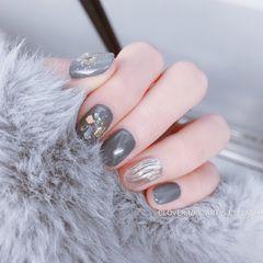 圆形灰色金箔水波纹美甲图片