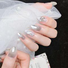 灰色尖形钻新娘银色美甲图片