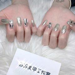 方形钻银色水波纹美甲图片