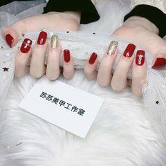 酒红色方形简约金色线条显白新年美甲图片