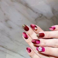 圆形红色玫红色晕染金箔手绘小猪新年美甲图片