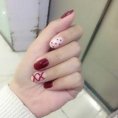 圆形红色白色手绘丝带波点美甲图片