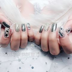方圆形钻银色水波纹镜面美甲图片