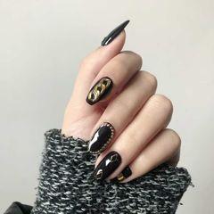简约方形黑色金属饰品美甲图片