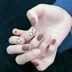 焦糖色圆形豹纹白色奶茶色美甲图片