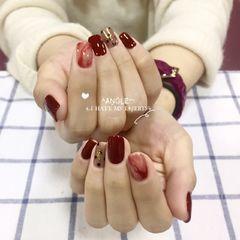 酒红色方圆形金箔晕染波点新年美甲图片