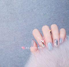 方形新娘钻日式银色水波纹之前在网上看到的一款美甲,自带仙气美甲图片