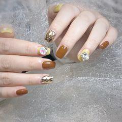 焦糖色方圆形钻新年黄色美甲图片