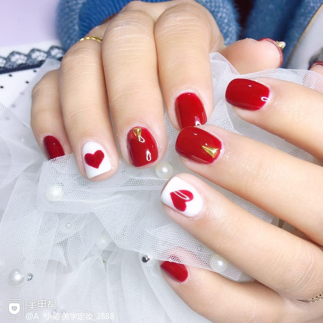 方圆形红色白色手绘心形美甲图片