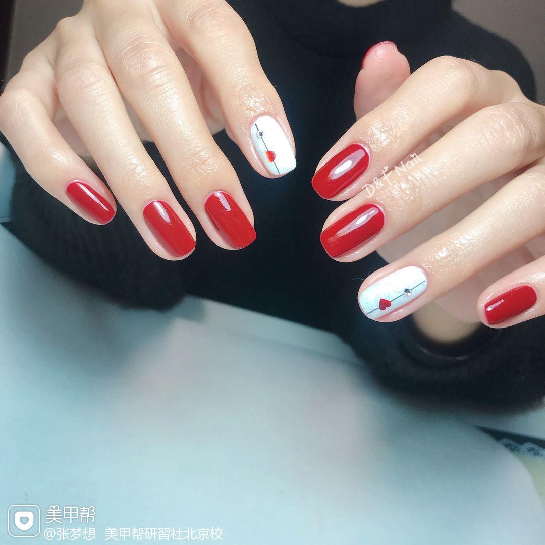方圆形红色白色心形简约美甲图片