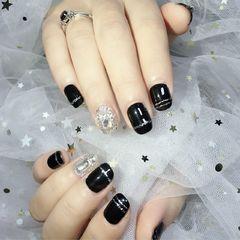 黑色钻方圆形线条美甲图片