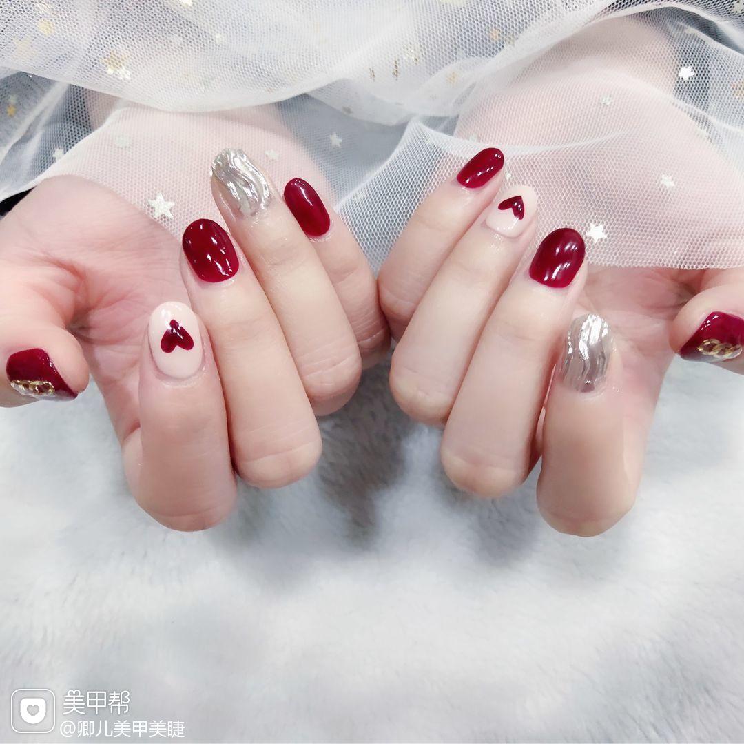 圆形红色白色银色水波纹心形美甲图片