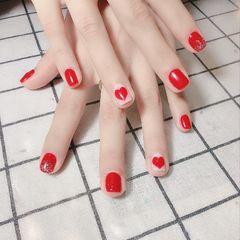 红色方圆形手绘可爱金箔心形短指甲新年美甲图片