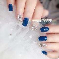 方圆形蓝色钻显白美甲图片