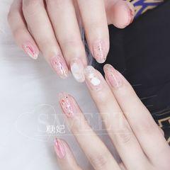 日式贝壳片新娘新年显白圆形粉色美甲图片