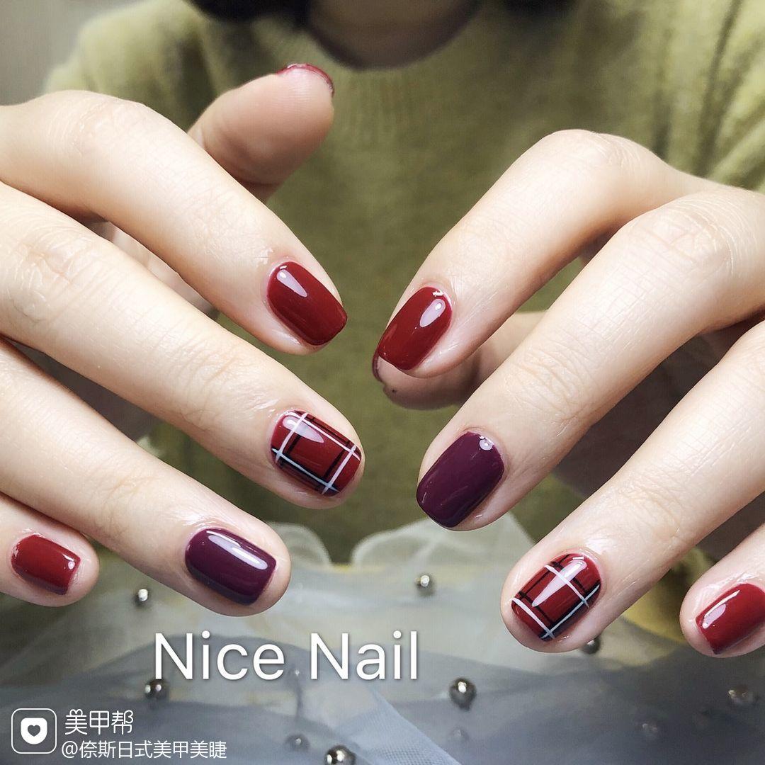 方圆形红色紫色格纹美甲图片