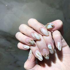 圆形白色裸色手绘晕染日式石纹贝壳片金箔美甲图片