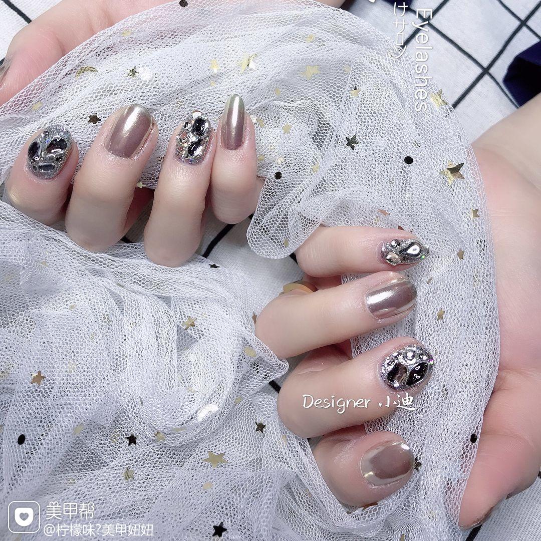 圆形钻日式镜面银色美甲图片