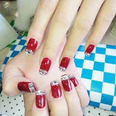 方圆形红色钻法式新娘美甲图片