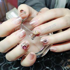 方圆形渐变钻短指甲,魔镜粉美甲图片