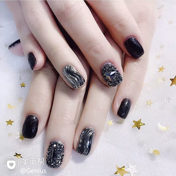 黑色方圆形钻BlingBli水波纹银色美甲图片
