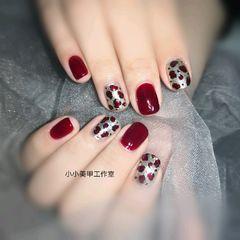 酒红色方圆形豹纹美甲图片