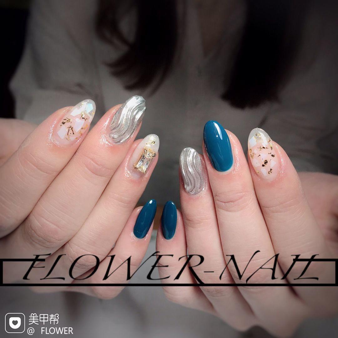 蓝色圆形日式钻贝壳片水波纹银色美甲图片