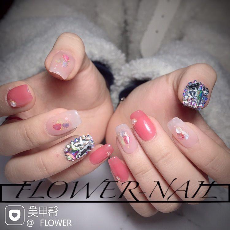 方圆形钻贝壳片粉色美甲图片