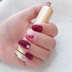 酒红色红色圆形晕染日式金箔新娘美甲图片