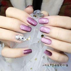 方形钻紫色猫眼美甲图片