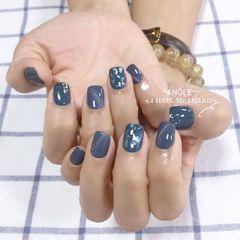 蓝色方圆形猫眼贝壳片金箔美甲图片