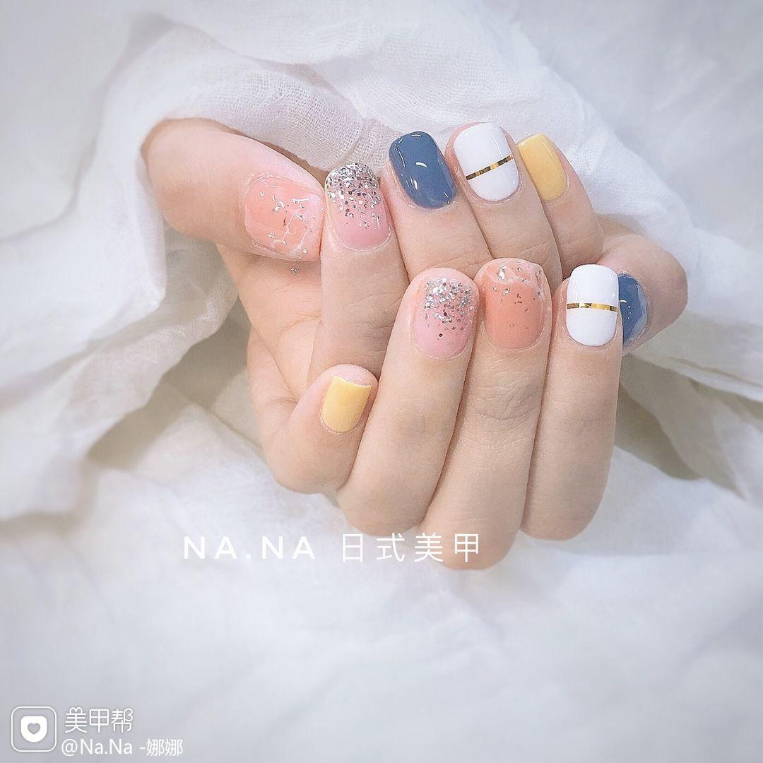 蓝色方圆形简约渐变韩式白色美甲图片