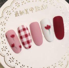 圆形红色粉色手绘格纹花朵磨砂小清新美甲图片