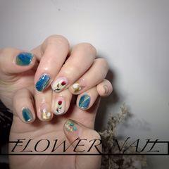蓝色圆形手绘晕染日式贝壳片金色花朵短指甲美甲图片