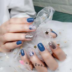 蓝色晕染水波纹方圆形银色美甲图片