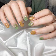 绿色方圆形日式焦糖色钻皮草胶美甲图片