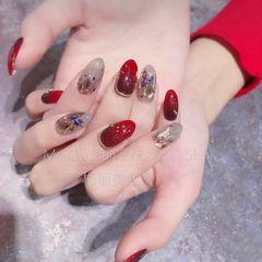 圆形红色灰色钻贝壳片美甲图片