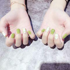 绿色方圆形简约格纹春天短指甲美甲图片