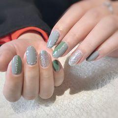 灰色绿色圆形金箔银色美甲图片