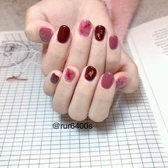 酒红色晕染金箔圆形短指甲新娘美甲图片