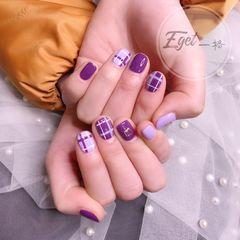 方形简约手绘上班族紫色格纹短指甲美甲图片
