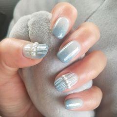 方圆形蓝色渐变珍珠水波纹美甲图片