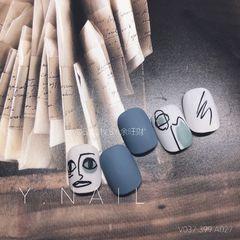 方圆形日式磨砂手绘灰色白色简笔画毕加索脸美甲美甲图片