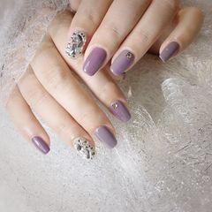 方圆形钻紫色美甲图片