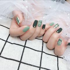 绿色方圆形磨砂格纹美甲图片