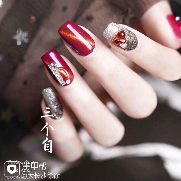 红色方形猫眼钻新娘美甲图片