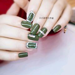 绿色方圆形钻美甲图片