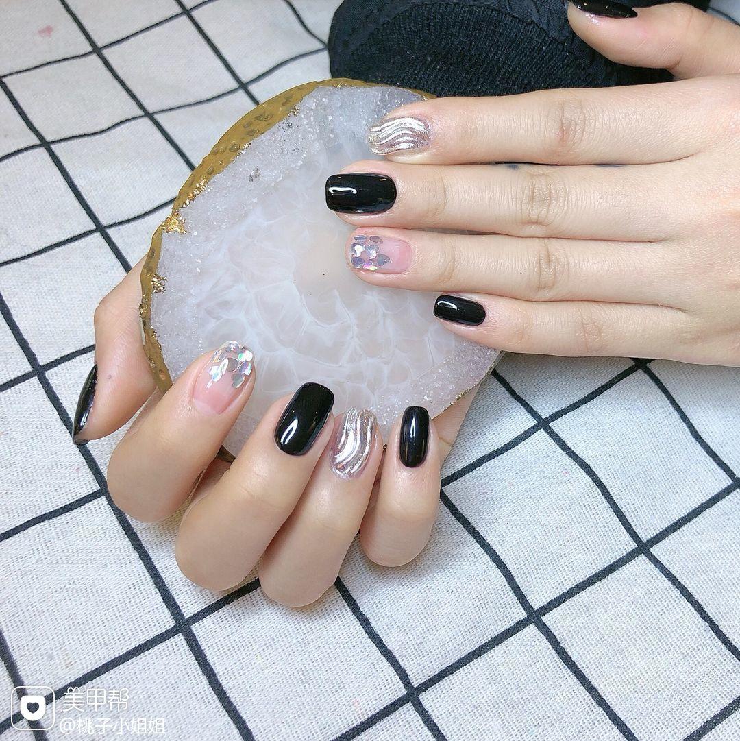 黑色简约日式方圆形银色水波纹亮片美甲图片