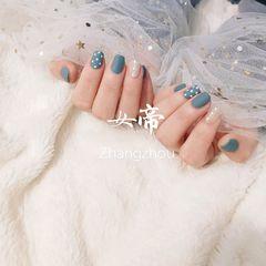 蓝色方圆形磨砂简约珍珠波点美甲图片